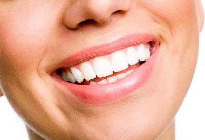6 Alimentos que debes evitar para tener una salud dental excelente