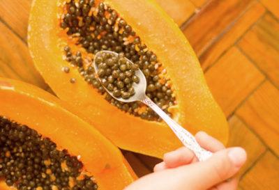 4 beneficios de comer semillas de papaya