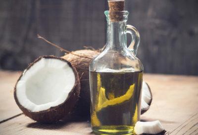 Enjuaga tu boca con aceite de coco