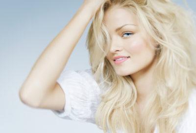 4 formas de aclarar el cabello naturalmente
