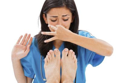5 remedios naturales para el mal olor en los pies