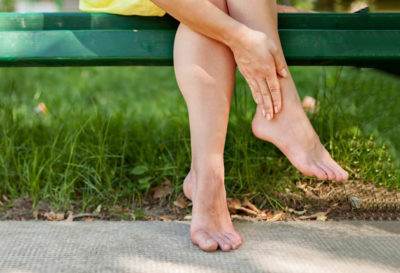 4 Remedios naturales para pies hinchados