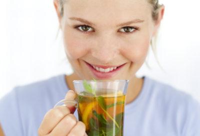 5 bebidas naturales que te ayudarán a perder peso