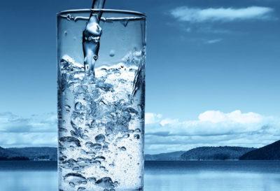 ¿Cómo saber si estás bebiendo suficiente agua? 💧💧💧